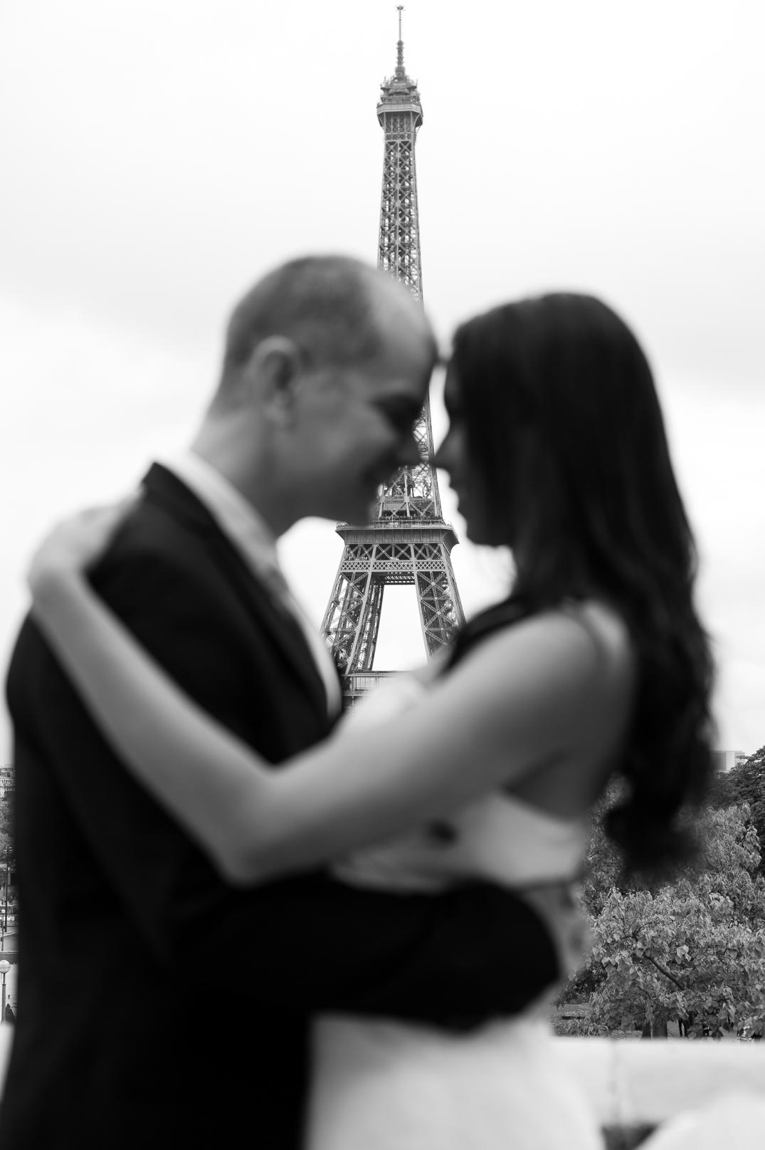 sessao de fotos de noivos em paris torre eiffel