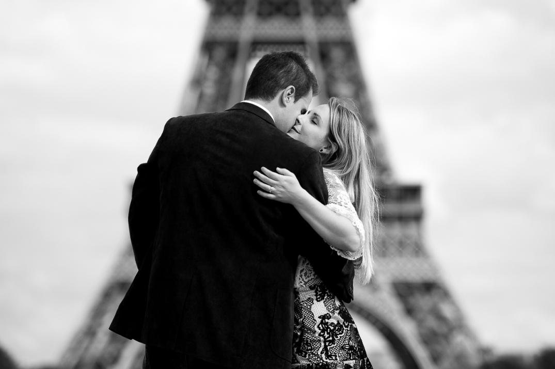sessao fotografica de casal na torre eiffel