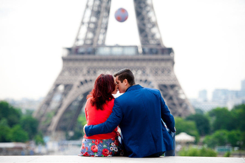 fotos romanticas na torre eiffel