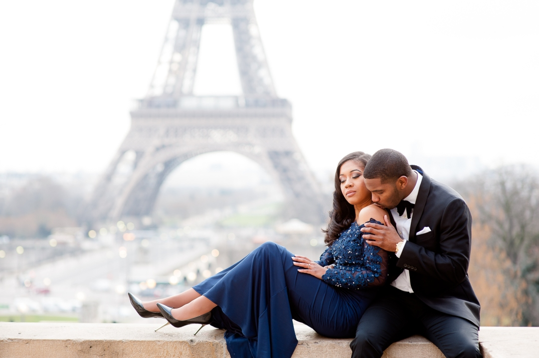 romantic photoshoot in paris