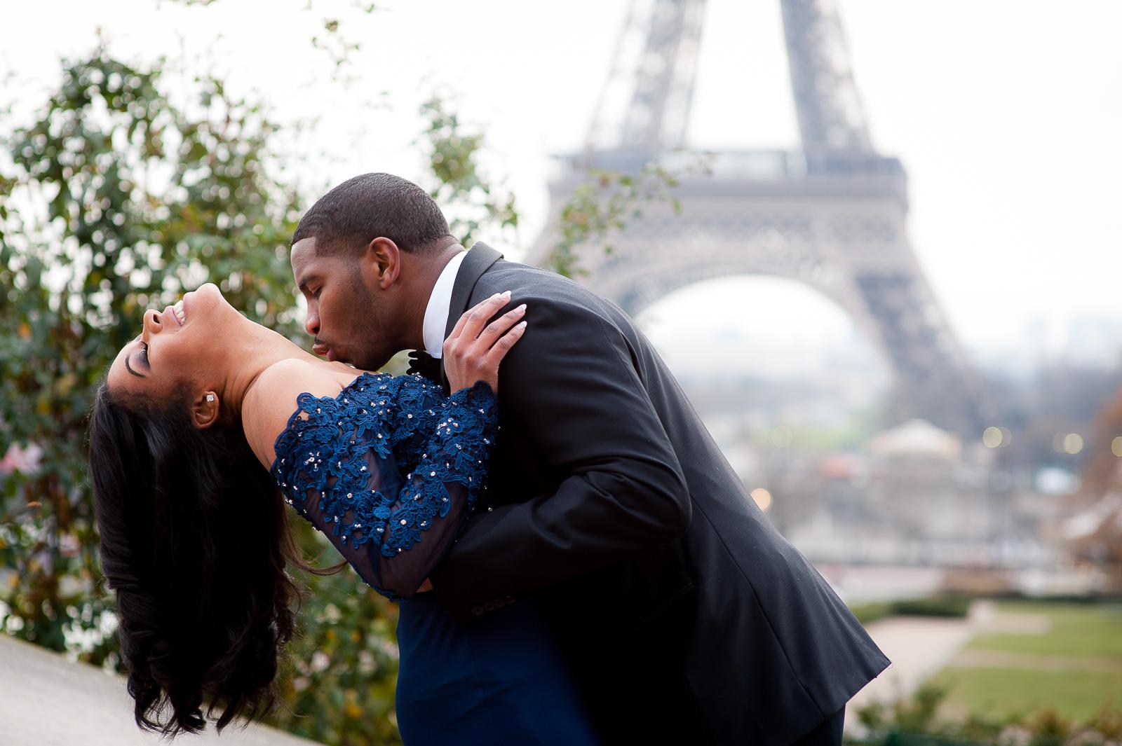 engagement photoshoot in paris