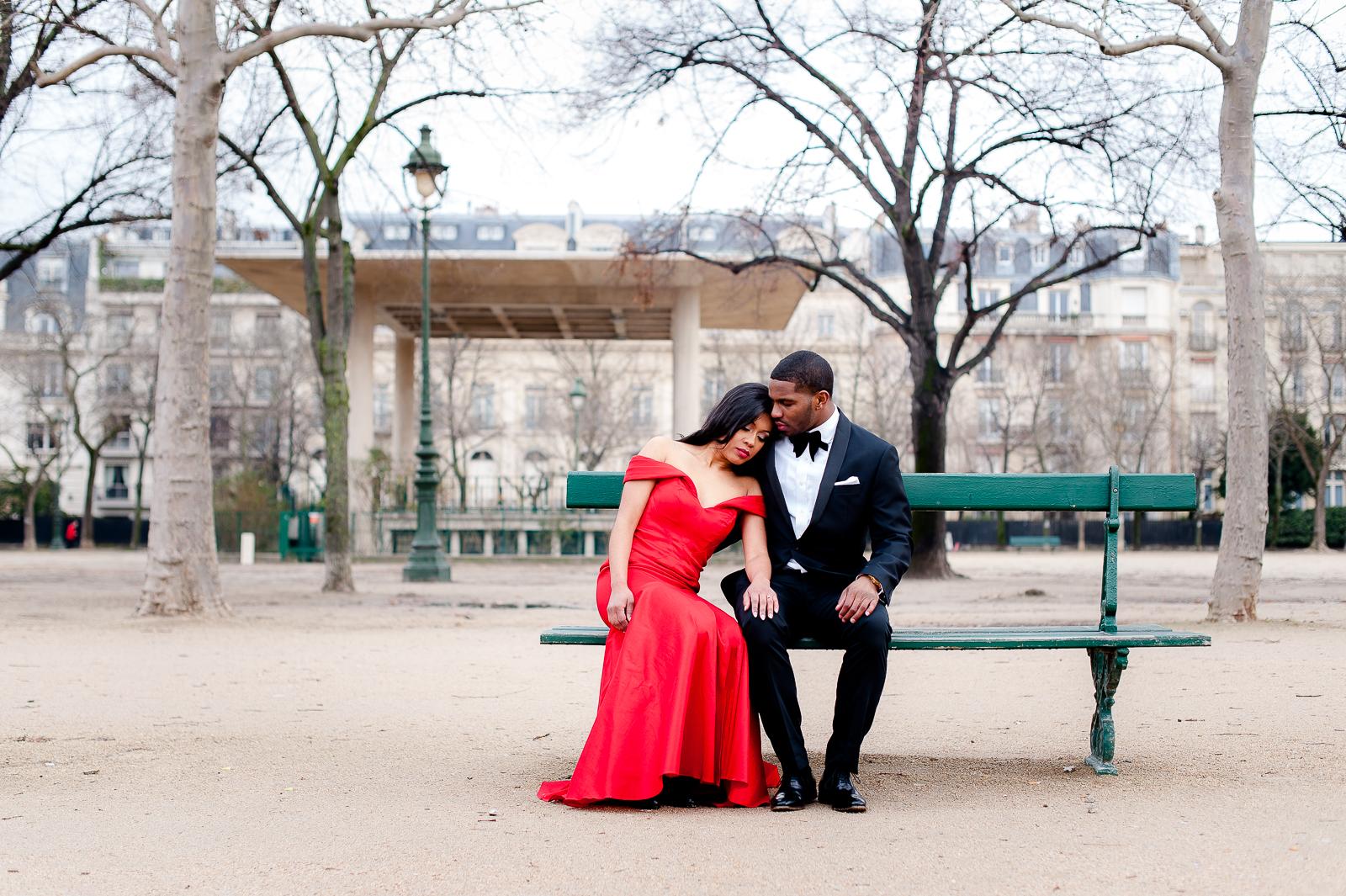 engagement photoshoot in paris photographer